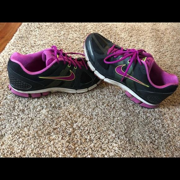 Nike Pegasus 28 Womens running shoes size 12. M 5a56449784b5cea51000c59f cd3df8e7c